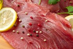 Verkleidung des frischen Thunfischs stockfotos