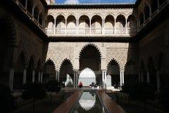 Verklig Alcazar i Sevilla, Spanien royaltyfri bild