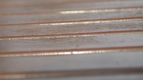 Verklig gammal Wood texturtappningbakgrund Stranda av h?r v?nder mot in Kameraflyttningarna stock video
