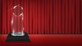 Verklig genomskinlig trofé för akryl 3d med röd gardinetappbakgrund Royaltyfri Bild