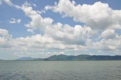 Verklig hav och himmel Arkivbilder