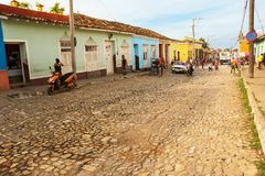 Verkliga livet på en gata av Trinidad i morgonen Royaltyfria Bilder
