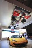 Verkliga McLaren race och bilar för formel en Royaltyfria Foton