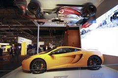Verkliga McLaren race och bilar för formel en Royaltyfri Bild