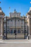 Verkliga Palacio - spansk kunglig slott i Madrid Arkivbilder