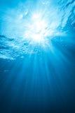 Verkliga Ray av ljus från undervattens- Fotografering för Bildbyråer