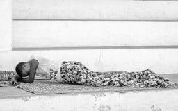 Verkligt folk i Togo, i svartvitt arkivbild