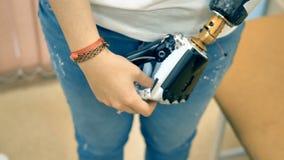 Verkligt robotic prosthetic förbindelse till en mänsklig hand 4K lager videofilmer