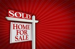 Verkocht Huis voor het Teken van de Verkoop, Uitbarsting stock afbeelding