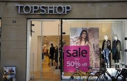 50% VERKOOP BIJ TOPSHOP Stock Foto's