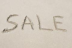 Verkoop die in Zand wordt geschreven Stock Foto's