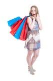 Verkoop en kortingsconcept met geschokte vrij vrouwelijke doende winkel Royalty-vrije Stock Afbeeldingen