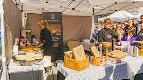 Verkoop en productie van organische flatbrodbrood en pannekoeken Stock Foto's