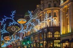 Verkoop in Londen is begonnen dat Regentstraat in Kerstmislichten Royalty-vrije Stock Fotografie