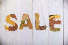 Verkoop met bladeren wordt gevoerd dat Stock Foto