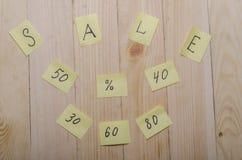 Verkoop op een houten achtergrond Royalty-vrije Stock Foto