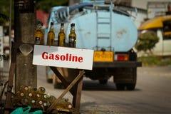 Verkoop van benzine dichtbij de weg Royalty-vrije Stock Foto