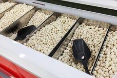 Verkoop van bevroren kanten-en-klaar-maaltijd in hypermarket Royalty-vrije Stock Afbeeldingen