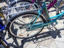 Verkoop van fietsen in de straat Markt voor de verkoop van fietsen Stock Afbeelding