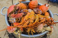 Verkoop van gekookte zeevruchten op het strand in Nha Trang Royalty-vrije Stock Foto