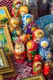 Verkoop van herinneringen op Shrovetide-festiviteiten, Gomel, Wit-Rusland Stock Afbeeldingen