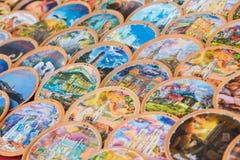 Verkoop van kleurrijk herinneringsaardewerk Stock Afbeelding