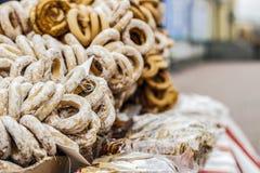 Verkoop van ongezuurde broodjes, schapen in de straat Royalty-vrije Stock Afbeeldingen