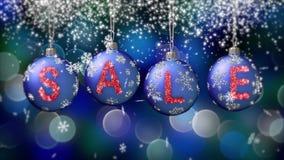 Verkoopbanner op blauwe Kerstmisballen met ronde sneeuwvlok op bokehachtergrond 4K stock illustratie