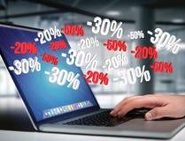 Verkoopbevordering 20% die 30% en 50% over een interface vliegen - Shopp Stock Foto