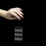 Verkoopmarkering op vrouwenhand Royalty-vrije Stock Foto's