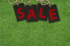 Verkoopmarkeringen op Groen Gras Royalty-vrije Stock Foto