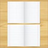 Verkoopt en van het strokennotitieboekje document bladen op houten lijstachtergrond Royalty-vrije Stock Afbeeldingen