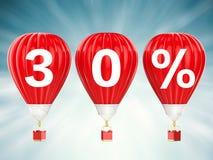 30% verkoopteken op roodgloeiende luchtballons Stock Afbeeldingen