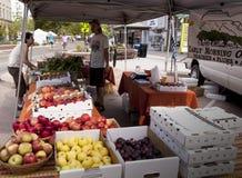 Verkopende Fruit en Groenten. Stock Foto