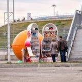 Verkopende herinneringen in het Olympische Park van Sotchi Rusland Royalty-vrije Stock Foto