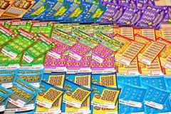 Verkopende loterijkaartjes Stock Foto's