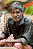 Verkoper op lokale markt in Sri Lanka - April 2, 2014 Royalty-vrije Stock Afbeeldingen
