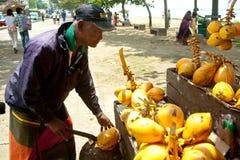 Verkoper van kokosnoten Stock Afbeeldingen
