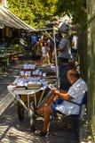 Verkoper van noten en gedroogd fruit in Athene, Griekenland Stock Fotografie