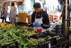 Verkoper van vruchten en groenten Stock Afbeeldingen