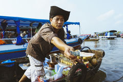 Verkopersmens op Mekong rivier Stock Fotografie