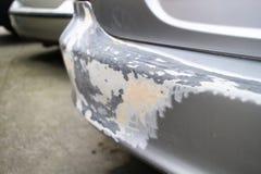 Verkratztes bumperrof Silberauto Lizenzfreies Stockfoto