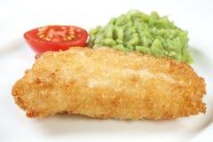 Verkruimeld Vissen en Mushy Peas op Wit stock fotografie