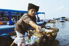 Verkäufermann auf dem Mekong Stockfotografie