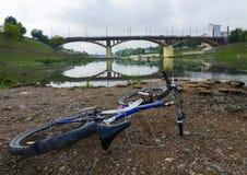 Verlandung des Flussbetts West-Dvina als Ergebnis des trockenen Sommers, VI Lizenzfreie Stockfotos