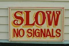 Verlangsamen Sie kein Signalzeichen Stockbild