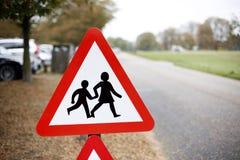 Verlangsamen Sie, Verkehrszeichen Stockfoto