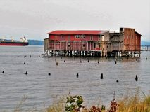 Verlassen, Altbau auf der Wasserfront Stockfotografie
