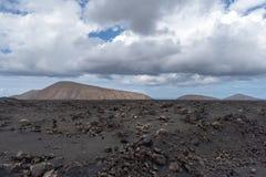 Verlassen Sie vulkanische Steinlandschaft in Lanzarote, Kanarische Inseln stockbilder