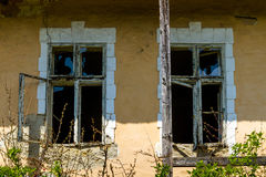 Verlassene alte Häuser in den Dörfern im Südwesten von Ukraine Stockbilder
